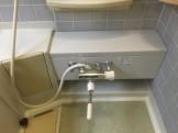 浴室の水あかをクリーニング
