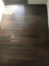 クリーニング前の床