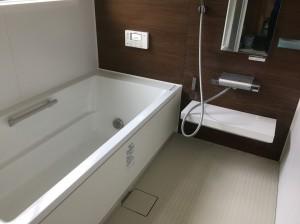 茶色の壁のお風呂