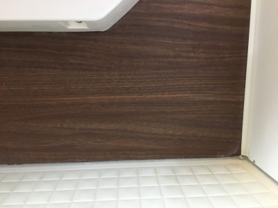 茶色の壁の水あかが取れてきれいになりました