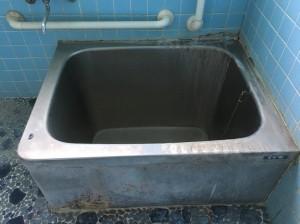 ハウスクリーニング前の浴槽