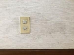 汚れてしまった壁紙