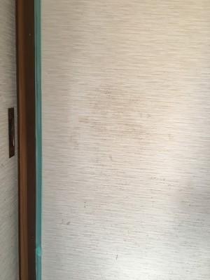 手あかで汚れた壁紙