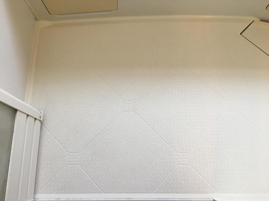 きれいにクリーニングした浴室の床