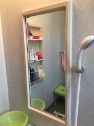 きれいにクリーニングされた浴室の鏡