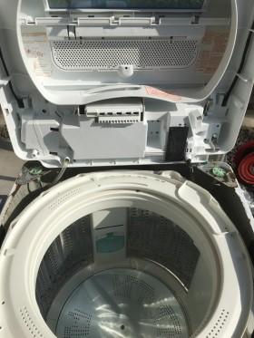 洗濯機のふたを開けたところもきれいになりました。